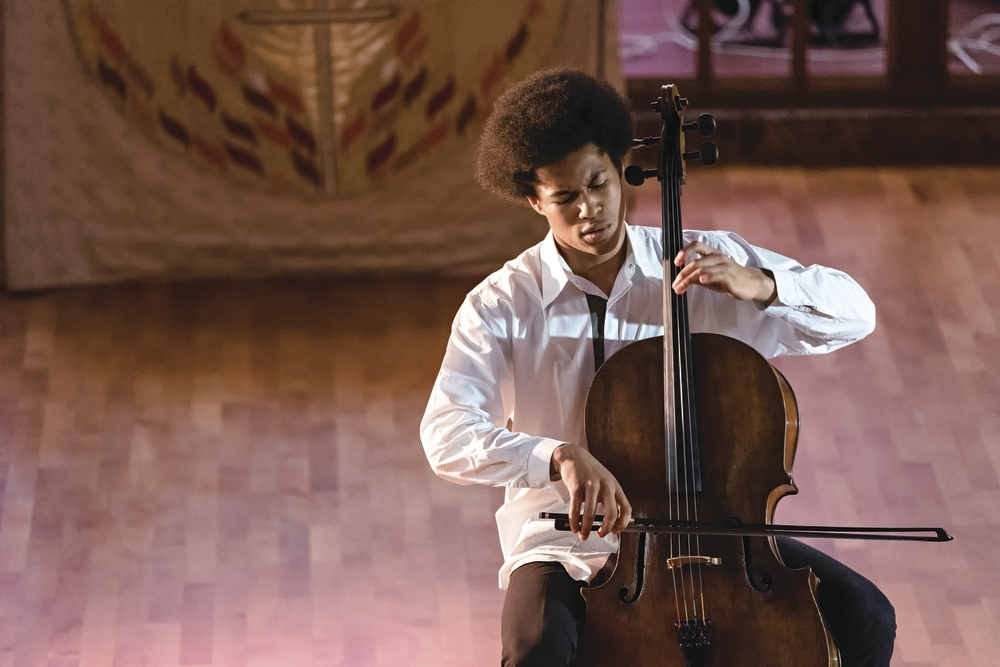 Sheku_Kanneh-Mason_Photo_Credit_Glen_Thomas_2.jpg